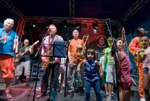 Soznak and the kids on stage Festivalul Centrului Vechi bucharest